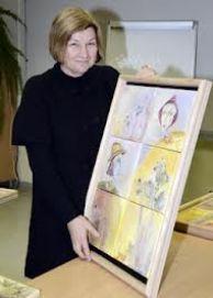 Dailininkė V. Karaliūnienė su vienu iš savo darbų