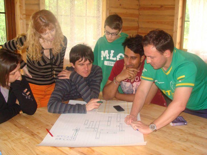 Dėstytoja Daiva su savo studentais